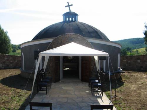 Noszvaji Engesztelő Kápolna és Kincses Udvarház avatása